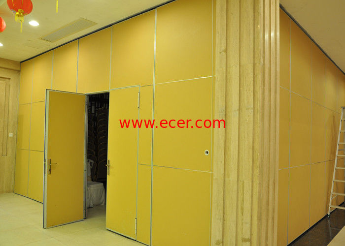 China Moving Vinyl Metal Partition Walls Fabric Training Room Folding Partition factory