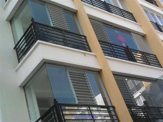 China Reflective Glass Louvers Window Shutters / Anodized  Aluminum Bathroom Window Louvers distributor